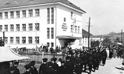 Slavnostní otevření školy v roce 1936